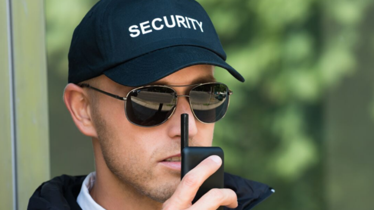 How much should security guards get paid?